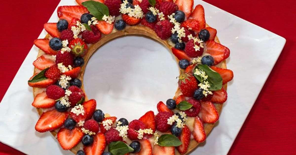 tarte couronne aux fruits rouges la cr me au basilic recette par jackie. Black Bedroom Furniture Sets. Home Design Ideas