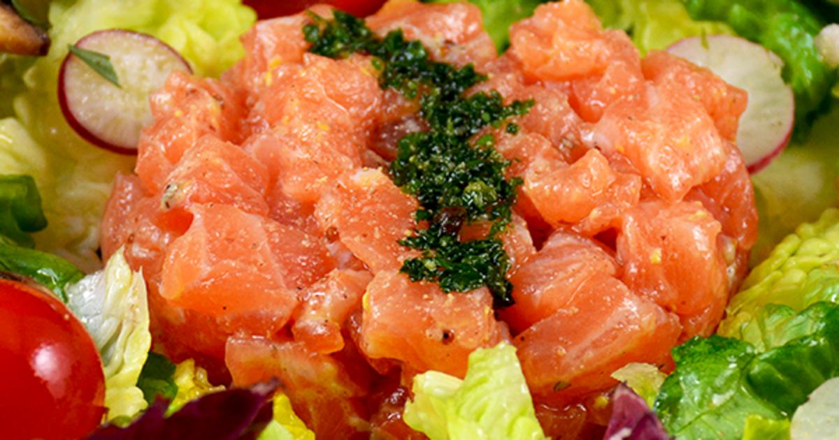 Tartare de saumon salade mixte recette par patty saveurs for Salade poisson