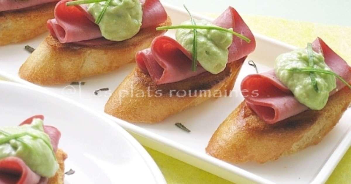 Canap s aux pastrami et cr me d 39 avocat recette par sara miki - Amuse gueule aperitif original ...