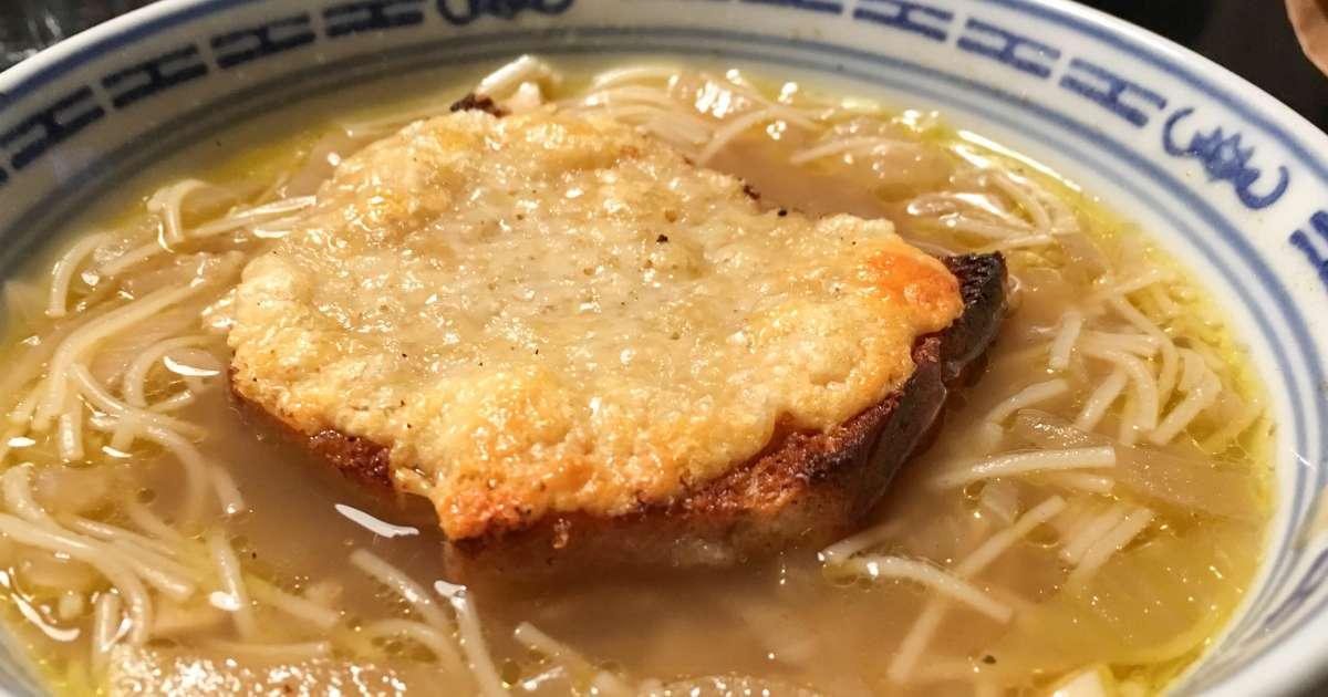 Soupe l 39 oignon gratin e recette de la soupe l 39 oignon et cro tons recette par chef simon - Soupe a l oignon gratinee ...