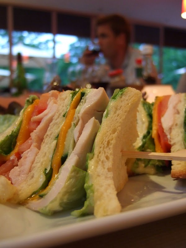 Sandwich au poulet, légumes, épices, fromage crémeux (Québec)