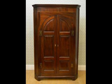 Georgian mahogany floor standing corner cupboard