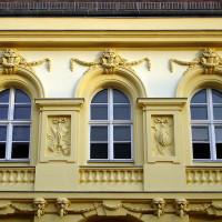Die Fassadengestaltung mit Stuck übernimmt der Fachmann