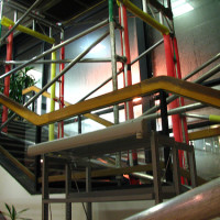 Mit Gerüst im Treppenhaus sicher und unkompliziert arbeiten