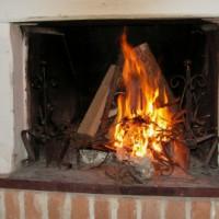 Ein Kamin sorgt für ein gemütlicheres Zuhause