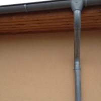 Von der Dachrinne zum Fallrohr: Regenwasser sicher vom Dach ableiten!