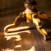 Eigenschaften, Pflege und Restauration von Massivholzmöbel