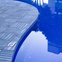 Den Pool unter Wasser beleuchten – so funktioniert's