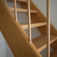 Neuer Glanz und Schutz: Holztreppe lackieren