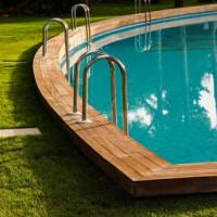 Der Schwimmbadbau im eigenen Garten: Das ist zu beachten!