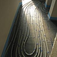 Vorteile und Möglichkeiten bei der Nachrüstung einer Fußbodenheizung