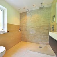 Bad en Suite: Vor- und Nachteile der offenen Badezimmerlösung