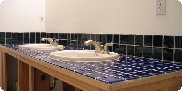 Mit einem selbst gestalteten Fliesenspiegel im Bad die eigene Individualität einfließen lassen