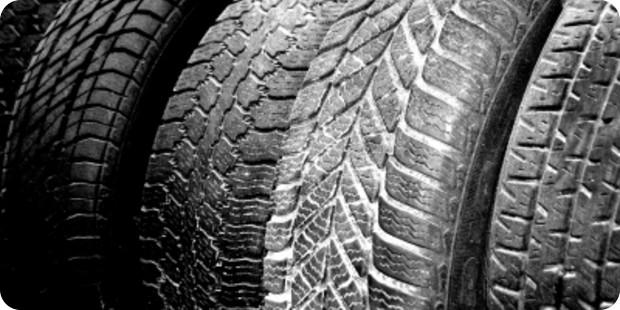 Reifen vor Ort kaufen vs. Onlinekauf – eine Entscheidungshilfe