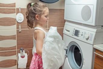 Den trockner auf die waschmaschine stellen so wird die kombi