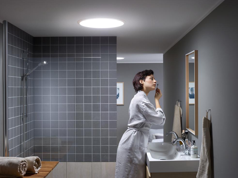 tageslicht spots von velux ausreichend licht f r innenliegende r ume. Black Bedroom Furniture Sets. Home Design Ideas