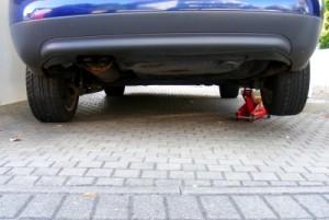 Die Reifenmontage wird bei Pannen durchgeführt.