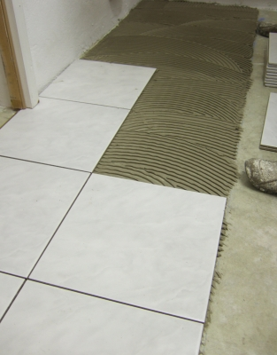 Dickbettverfahren ansetzen und verlegen von fliesen - Boden flussigkunststoff auf fliesen ...