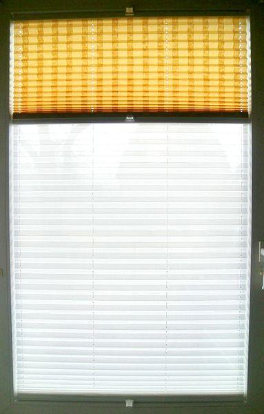 das dachfenster plissee bietet dekorativen schutz. Black Bedroom Furniture Sets. Home Design Ideas