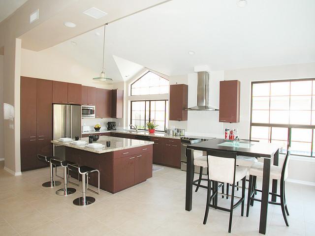 feinsteinzeug richtig reinigen hier erfahren sie wie. Black Bedroom Furniture Sets. Home Design Ideas