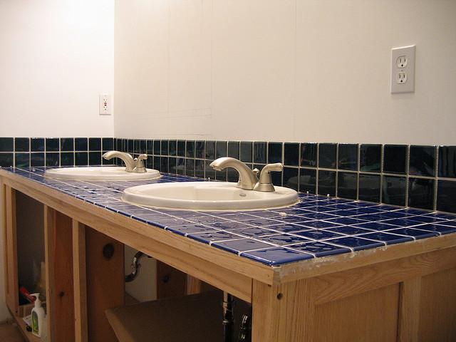 mit einem selbst gestalteten fliesenspiegel im bad die. Black Bedroom Furniture Sets. Home Design Ideas