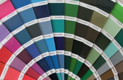 die wahl der richtigen farbe bernimmt der malerfachmann. Black Bedroom Furniture Sets. Home Design Ideas