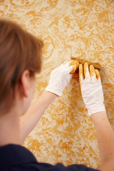 Mit der Wischtechnik lassen sich individuelle Muster an die Wand bringen. © Bundesverband Farbe, Gestaltung, Bautenschutz