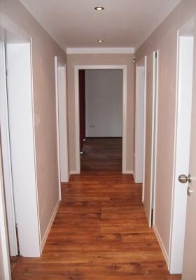 farbgestaltung im flur individuell angepasst auf die gegebenheiten. Black Bedroom Furniture Sets. Home Design Ideas