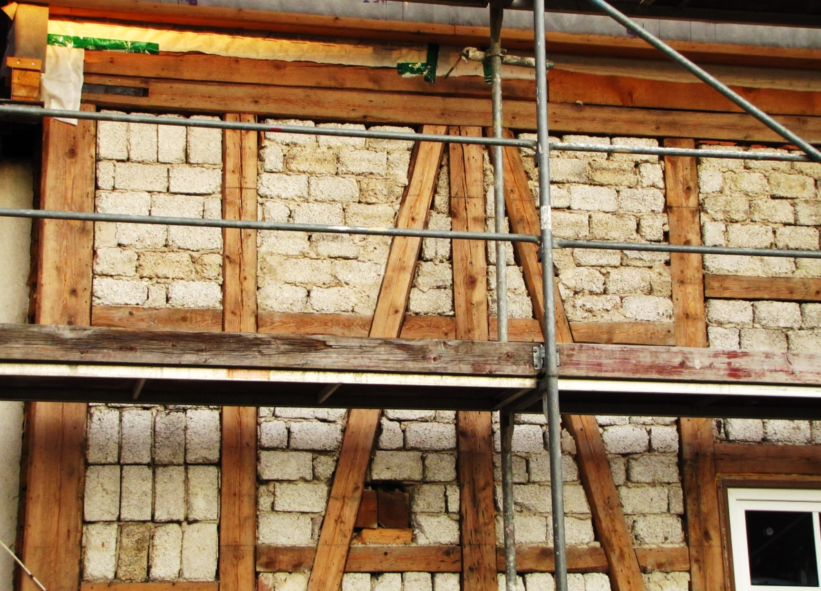Ein fachwerkhaus sorgt f r abwechslung geruestbau for Fachwerkhaus statik