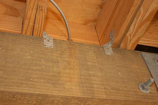 sturmklammern sch tzen das dach vor sch den. Black Bedroom Furniture Sets. Home Design Ideas