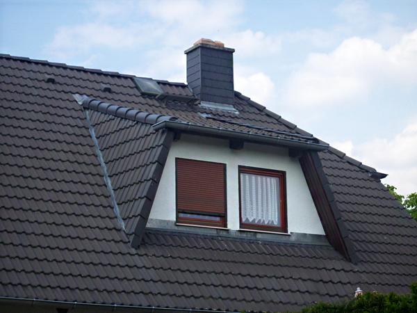 dachgaube verkleiden und das dach zum blickfang machen. Black Bedroom Furniture Sets. Home Design Ideas