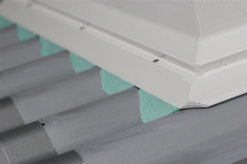 Flachdach fenster velux  VELUX Flachdach-Fenster am Welldach montieren: Tipps vom Fachmann