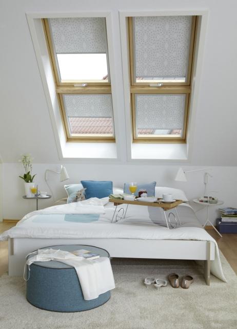 aktuell mit velux sonnenschutz am fenster warm und energiesparend durch den winter. Black Bedroom Furniture Sets. Home Design Ideas