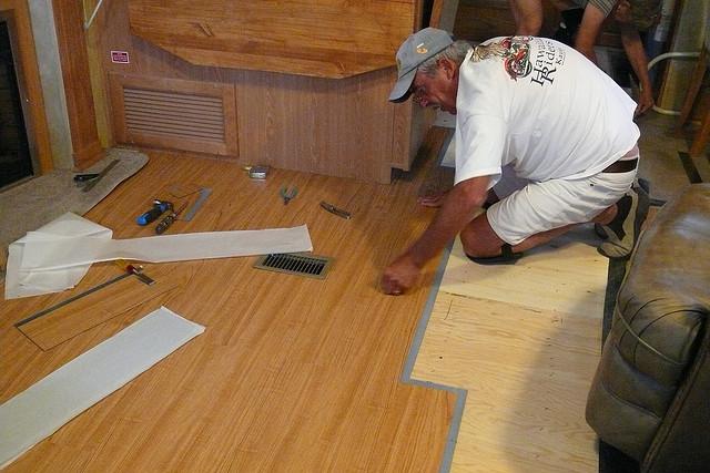 laminatverleger die spezialisierung in der spezialisierung. Black Bedroom Furniture Sets. Home Design Ideas