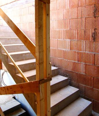 eine treppe richtig einbauen vorschriften beachten und. Black Bedroom Furniture Sets. Home Design Ideas