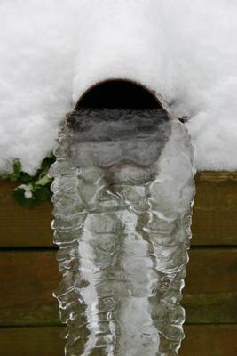 eingefrorene wasserleitung auftauen wie geht man richtig vor. Black Bedroom Furniture Sets. Home Design Ideas