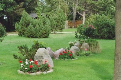 So wird ein grab mit steinen gestaltet for Grabgestaltung mit steinen