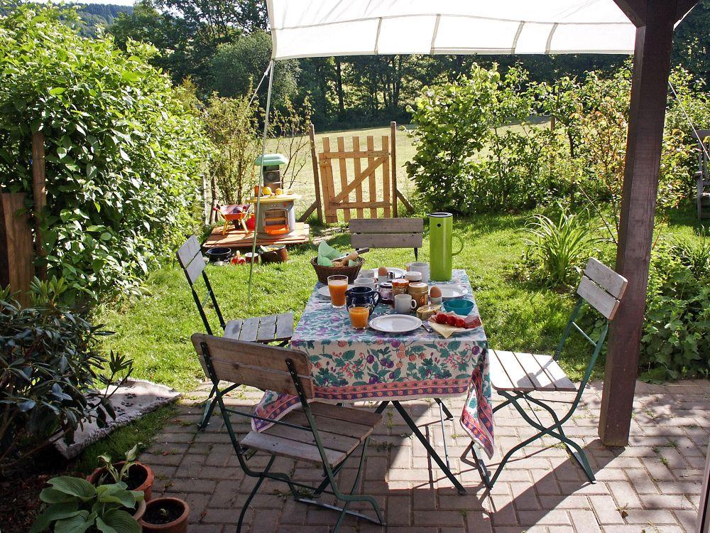 gartenbau | mit sonnenschutz den sommer auf der terrasse genießen