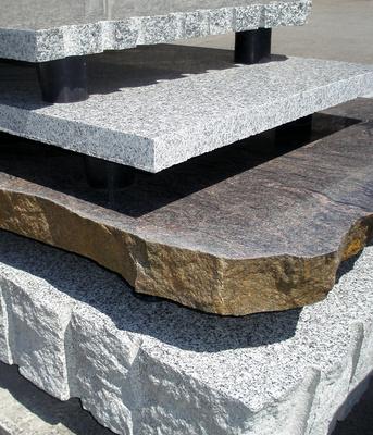 individuell und vielseitig terrassen und gehweggestaltung mit natursteinplatten. Black Bedroom Furniture Sets. Home Design Ideas