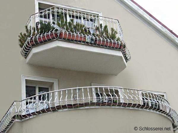 Balkonbrustung Bauvorschriften Materialien