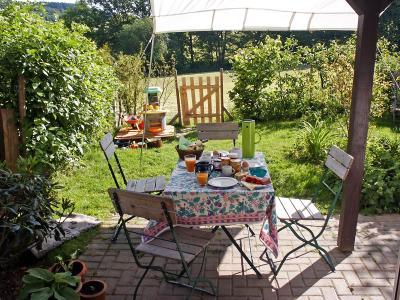 terrasse berdachen um vor wind und wetter gesch tzt zu sein. Black Bedroom Furniture Sets. Home Design Ideas