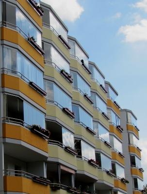 balkonverglasung macht den balkon zum neuen wohnraum. Black Bedroom Furniture Sets. Home Design Ideas