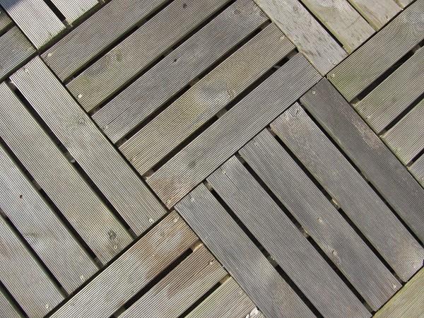 Auch ein Holzboden kommt aus der Zimmerei