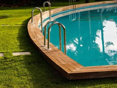 Ab einer bestimmten Größe bedarf der Poolbau einer Baugenehmigung