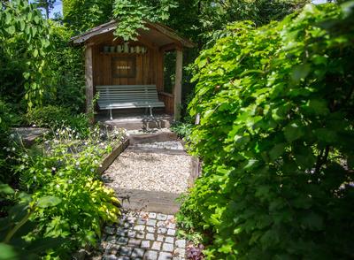 Die Gartenlaube als Alternative zum Gartenhaus