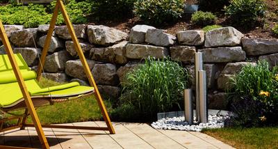 gartenbrunnen aus edelstahl sind der besondere blickfang im garten. Black Bedroom Furniture Sets. Home Design Ideas