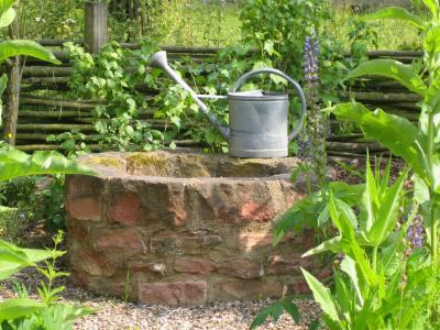 Ein Grundwasserbrunnen ...