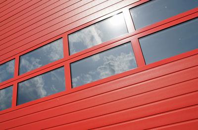 Der Garagentorantrieb kann auch mit Solar erfolgen.