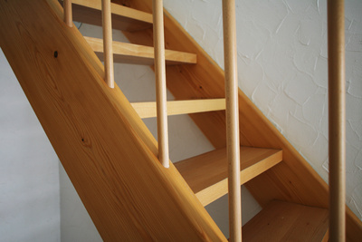 Eine Holztreppe selber zu bauen, spart Geld.