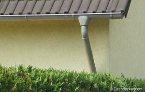 was tun wenn die dachrinne tropft. Black Bedroom Furniture Sets. Home Design Ideas
